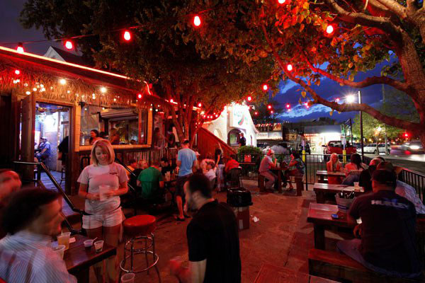 05-chimys-outdoor-restaurnat.jpg